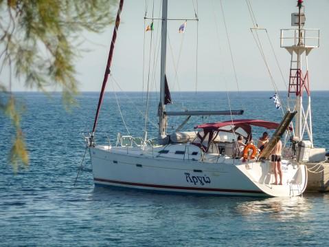 Boat rental Bénéteau Oceanis 393 Clipper in Syros (Island) on Samboat
