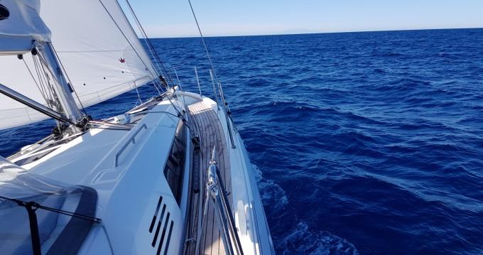 Hire Sailboat with or without skipper Bénéteau Saint-Cyprien